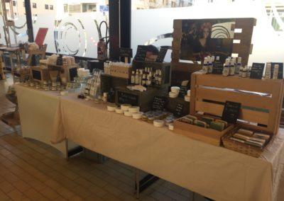 Présentation et vente de bijoux et produits de bien-être